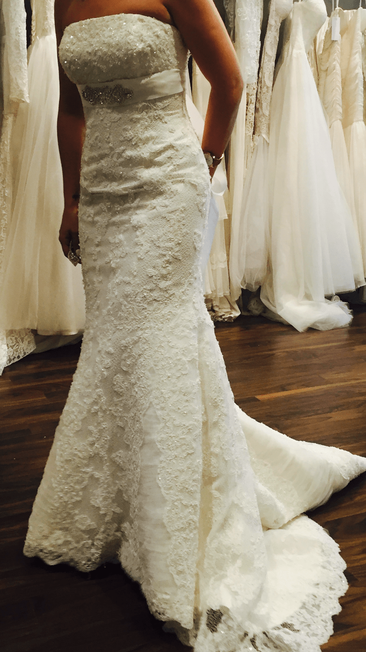 Beautiful cari s closet lace dress sell my wedding dress for Where to sell wedding dresses