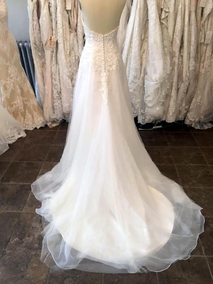 Brand new never worn maggie sottero beth wedding dress for Who sells maggie sottero wedding dresses