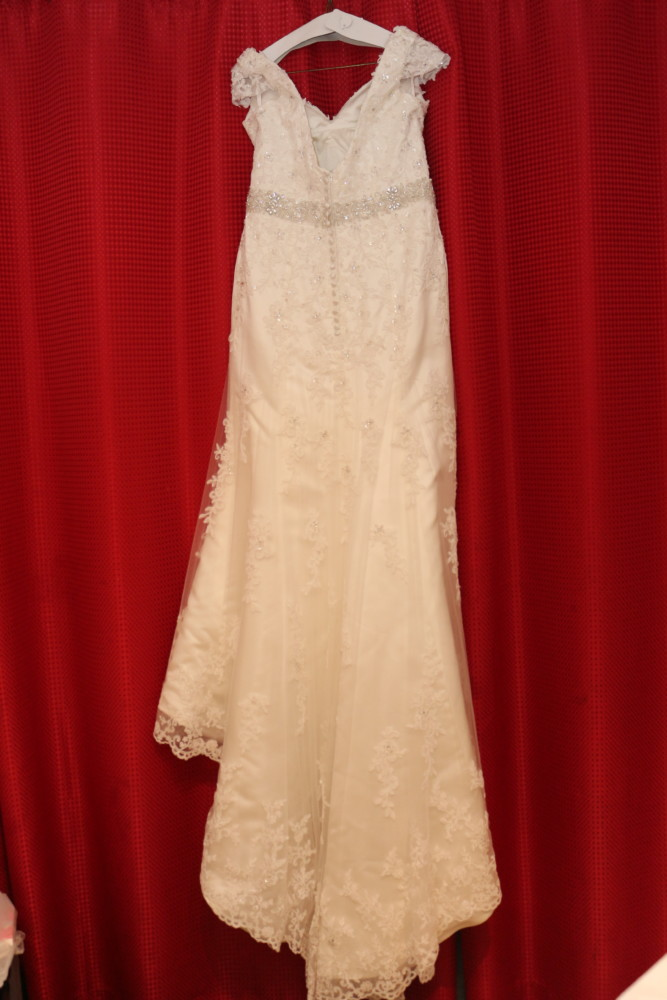Vintage trumpet lace wedding dress sell my wedding dress for Sell vintage wedding dress