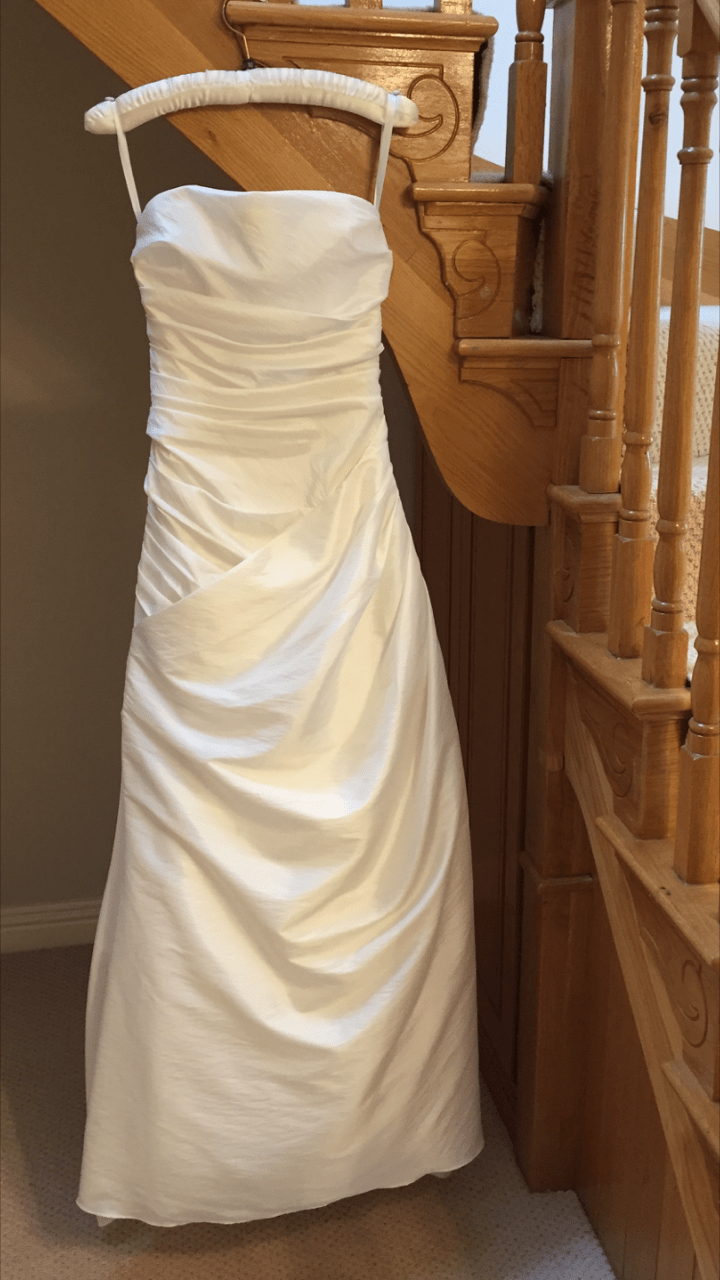 Estes strapless ivory  gown