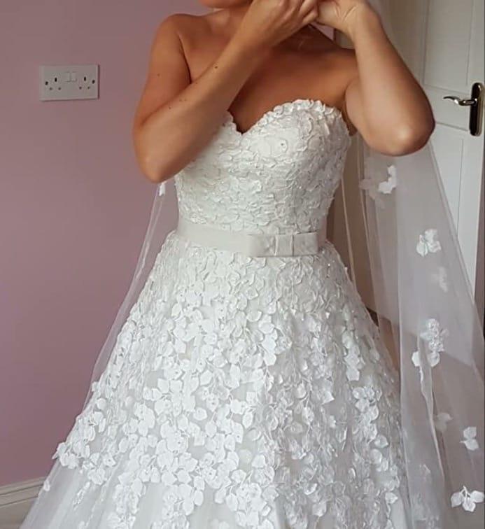 Ian stuart exquisite wedding dress sell my wedding dress for Wedding dress for 5ft bride