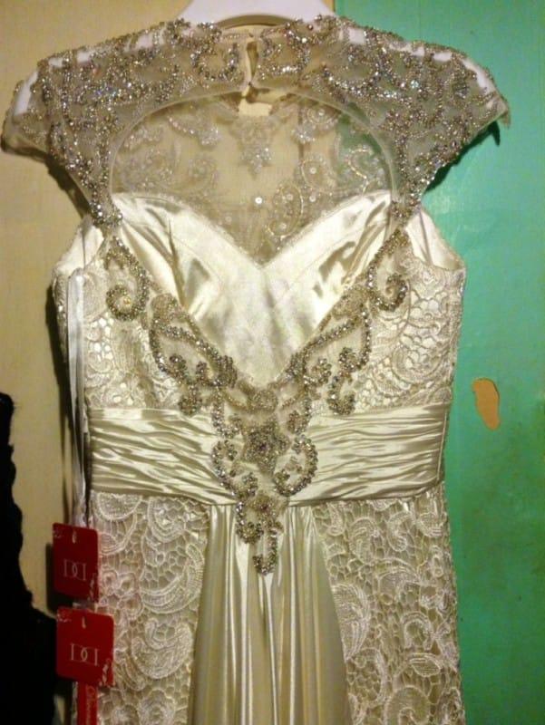 Diversity Design – Unique vintage lace wedding dress
