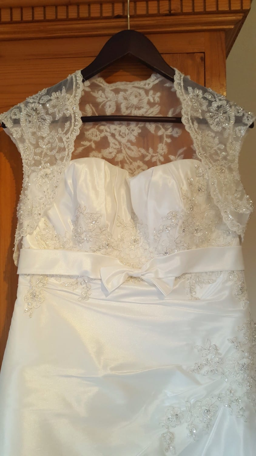 Benjamin Roberts elegant lace wedding dress
