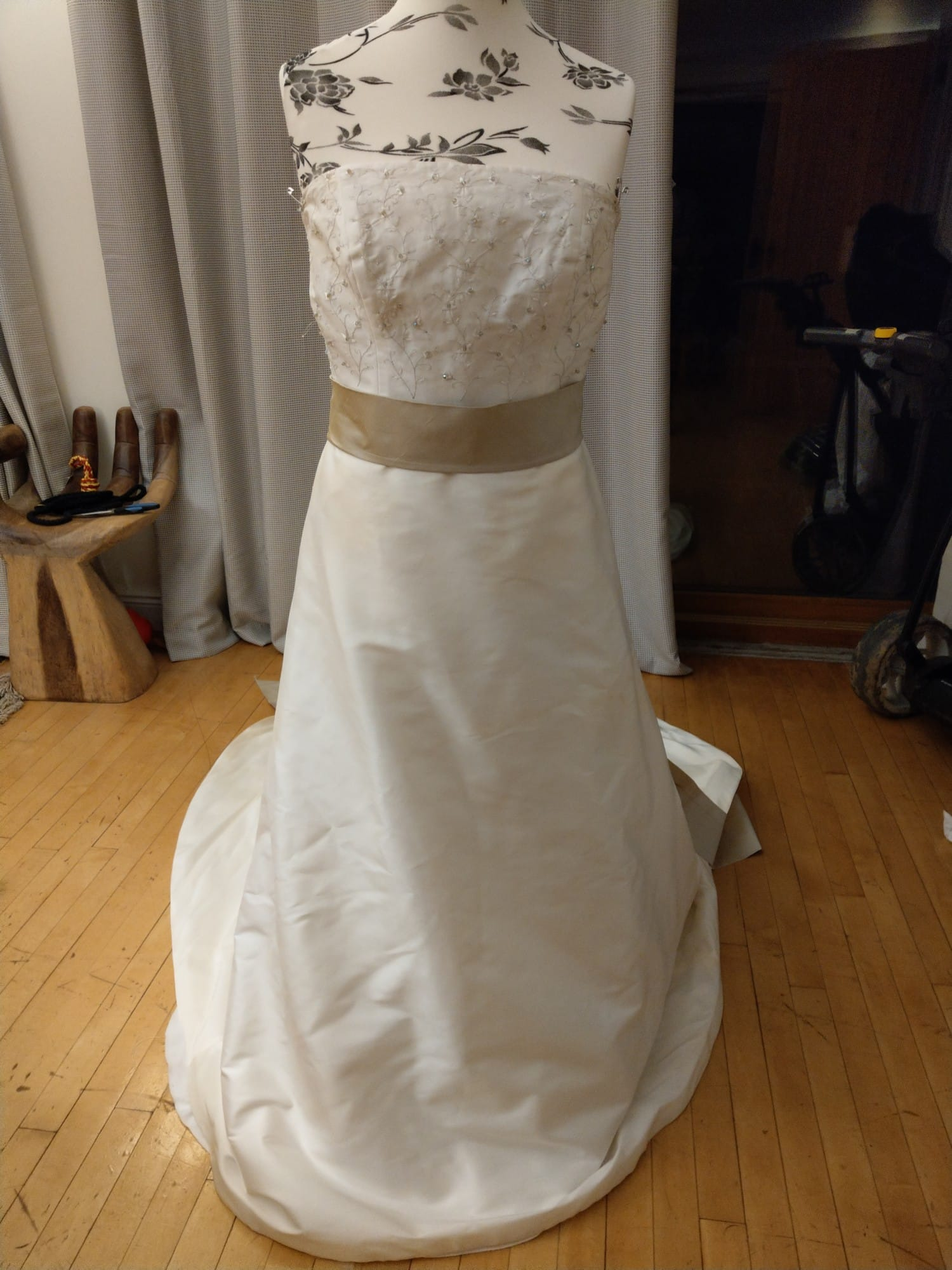 Paloma Blanca 5313 Wedding Dress