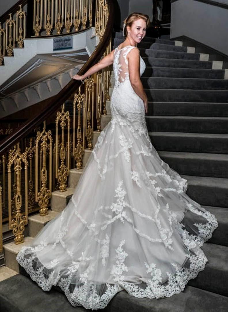 Essense of Australia D2162 Fit & flare wedding dress