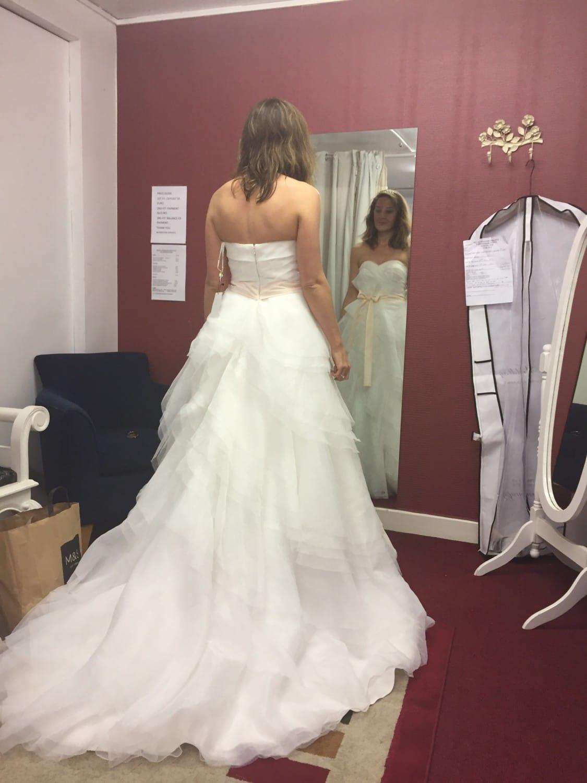 vera wang style wedding dress