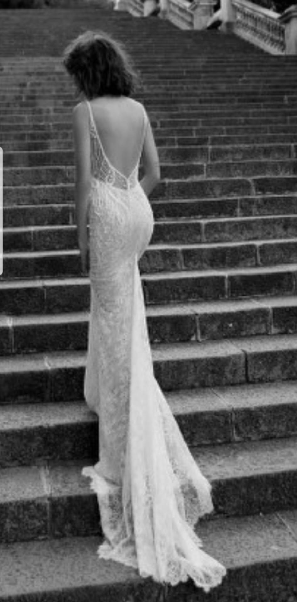 Liz Martinez Portia – Delicate ivory lace with blush undertone