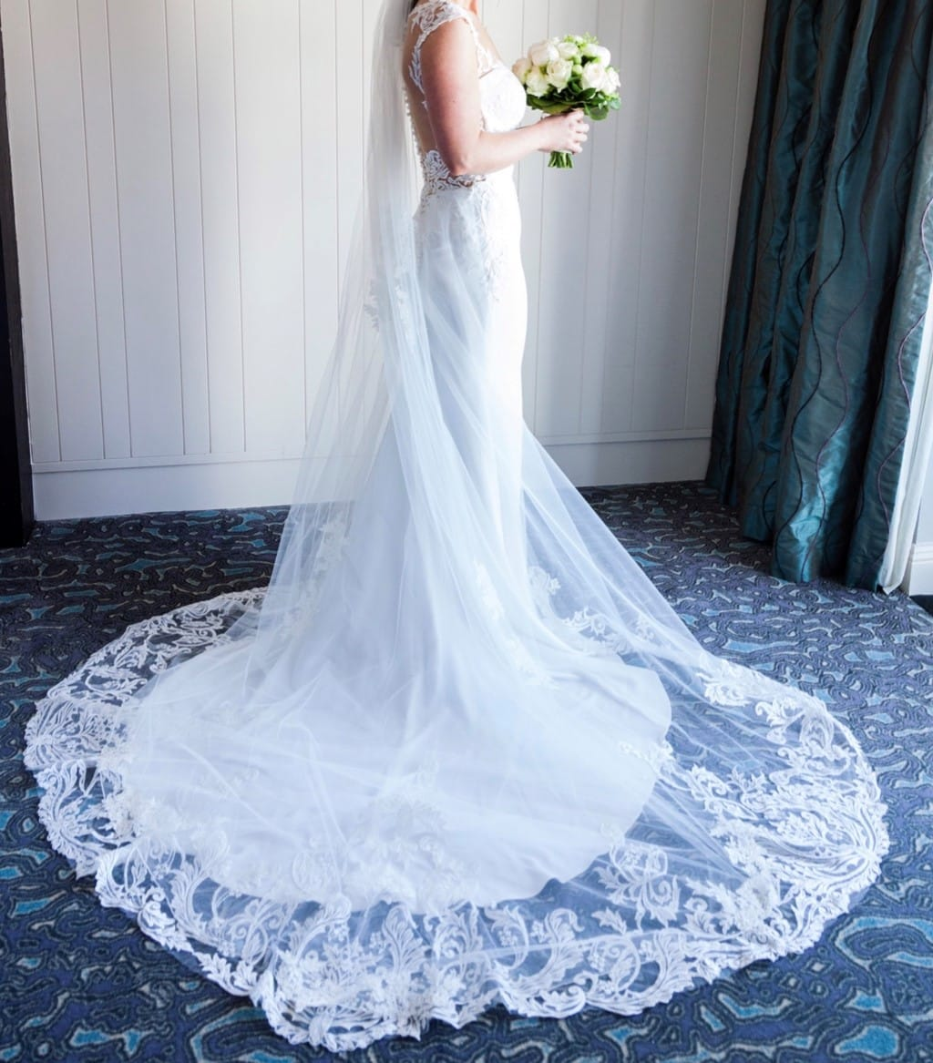 Dando London Hatton Cross – pristine wedding dress with detachable train & veil