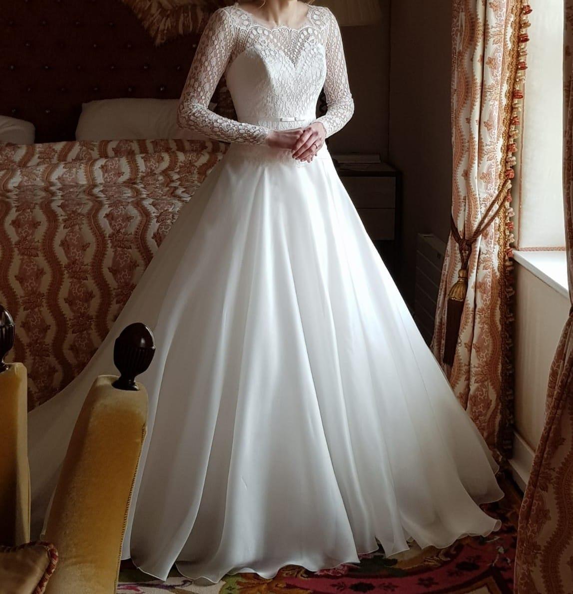 Suzanne Neville Clarice – Beautiful lace wedding dress