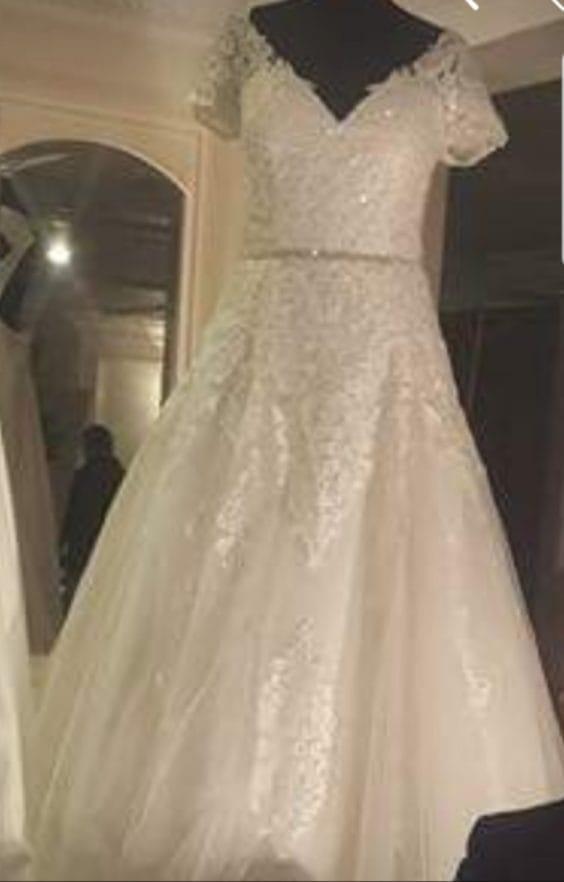 Vera Lace Dress Sell My Wedding Dress Online Sell My Wedding Dress Ireland Buy And Sell Wedding Dresses Ireland