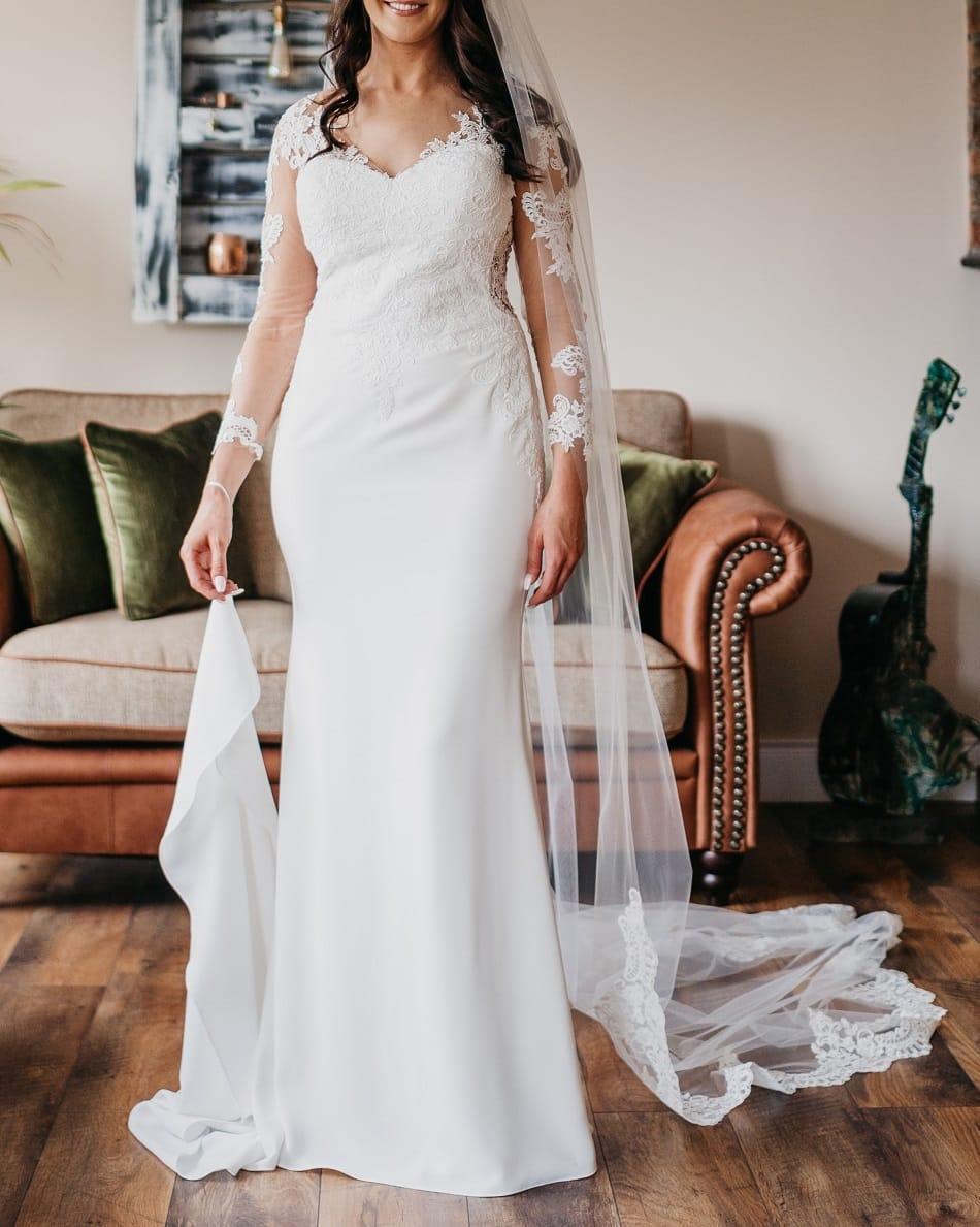 Nicole Spose Wedding Dress, Valerio Veil & Hairband