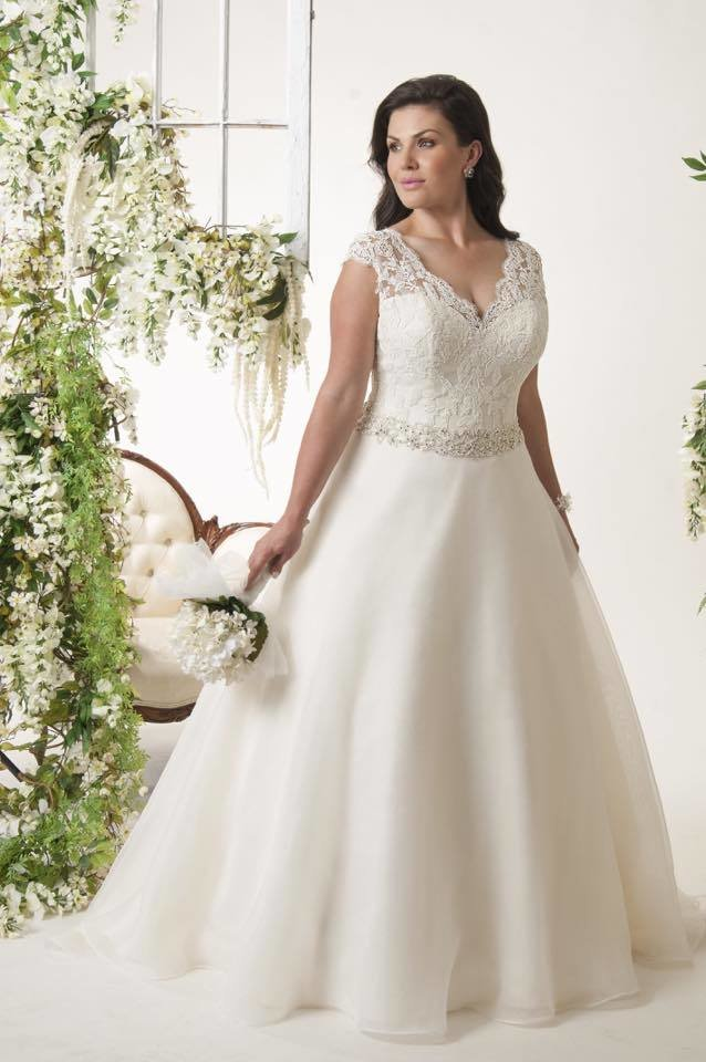 Calista Orlando Stunning Hollywood Glamour Ivory Ballgown