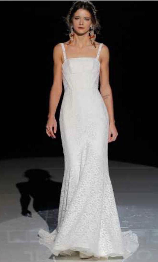 Jesus Peiro lace wedding dress